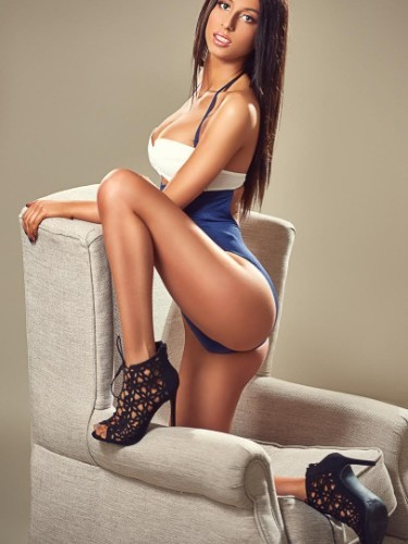 Teen Escort Anisha in London, United Kingdom - Photo: 1