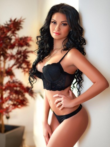 Teen Escort Giulia in London, United Kingdom - Photo: 3