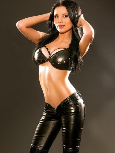 Teen Escort April in London, United Kingdom - Photo: 5