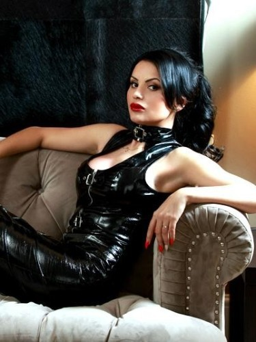 Teen Escort April in London, United Kingdom - Photo: 3