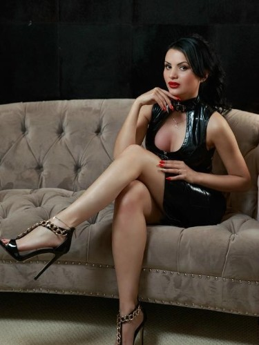 Teen Escort April in London, United Kingdom - Photo: 6
