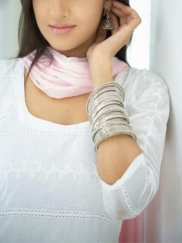 Teen Escort Simran Rai Housewife in New Delhi, India - Photo: 4