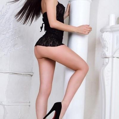 Alya escort girl in london
