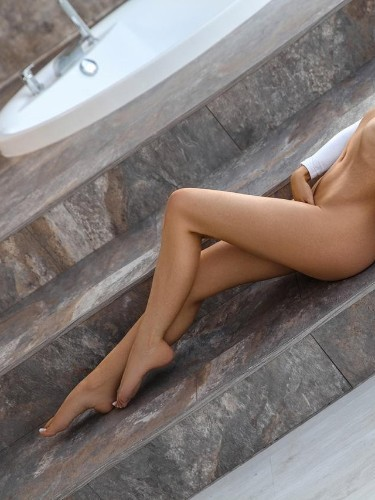 Teen Escort Sonia in Moscow, Russia - Photo: 4