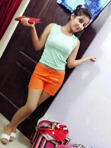 Teen Escort Seema Tyagi in Bangalore, India - Foto: 4