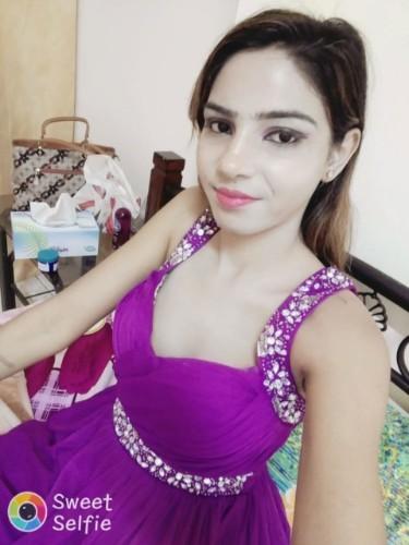 Teen Escort Shivani Mishra in Dubai, Verenigde Arabische Emiraten - Foto: 1