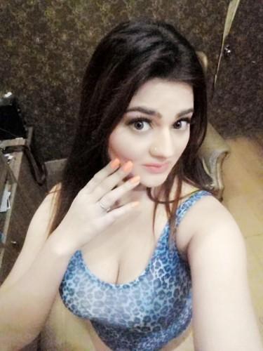 Teen Escort Shivani Mishra in Dubai, Verenigde Arabische Emiraten - Foto: 4