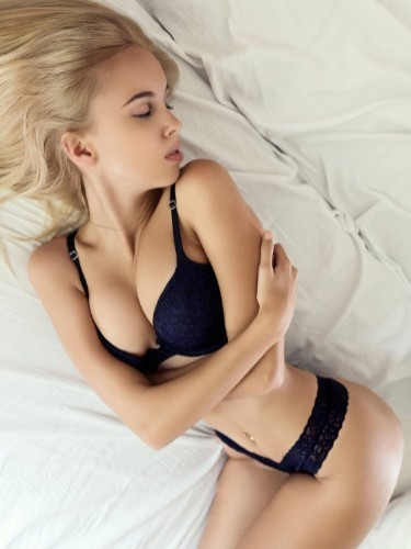 Teen Escort Slim Blonde Maria in Dubai, Verenigde Arabische Emiraten - Foto: 7