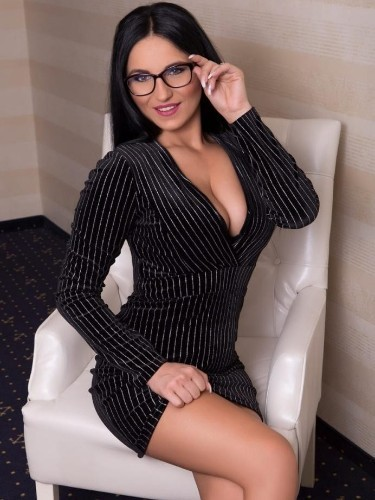 Elite Escort Agency Fun Girls in Vienna - Photo: 5 - Sinnliche Escort Lady Tina