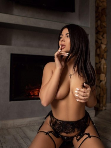 Teen Escort Hazel in Bologna, Italy - Photo: 3